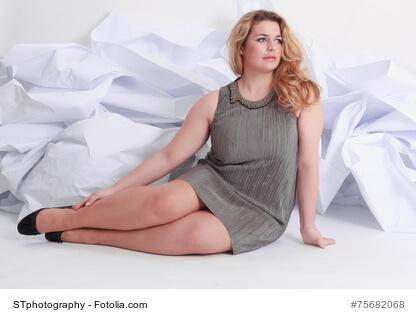 Mollige Damen in trendiger Mode