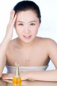 Parfum: Damenparfum und Herrenparfum in der Parfumerie